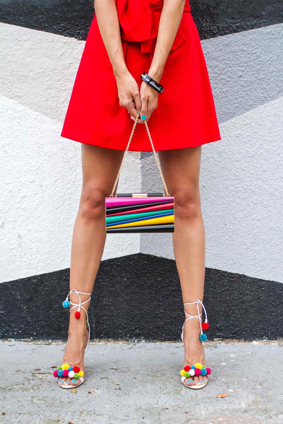 Wear Where Well Camilyn Beth red dress Sara Battaglia Ferragamo clutch_0013