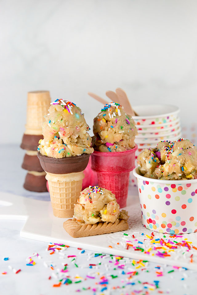 Wear+Where+Well shares a recipe for white chocolate funfetti edible cookie dough.