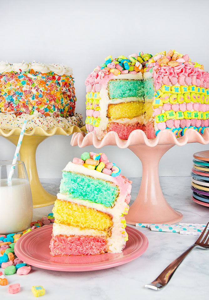 Wear+Where+Well shares a magically delicious Lucky Charms rainbow layer cake. It is perfect for St. Patrick's Day.