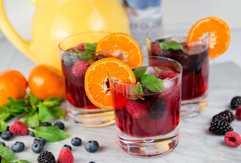 Wear+Where+Well shares a recipe for Kentucky Derby drink with vodka, berries and cranberry.