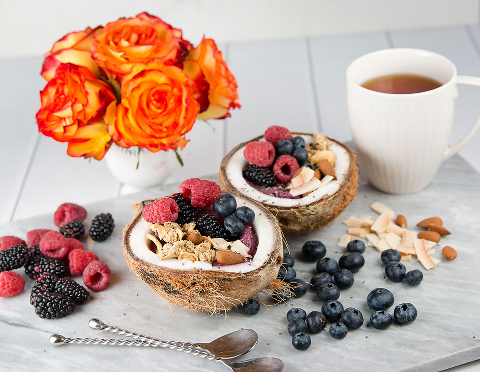 Wear+Where+Well shares a recipe for a mixed berry and coconut smoothie bowl.